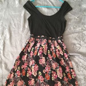 👗Cute floral dress. 👗 Size Medium
